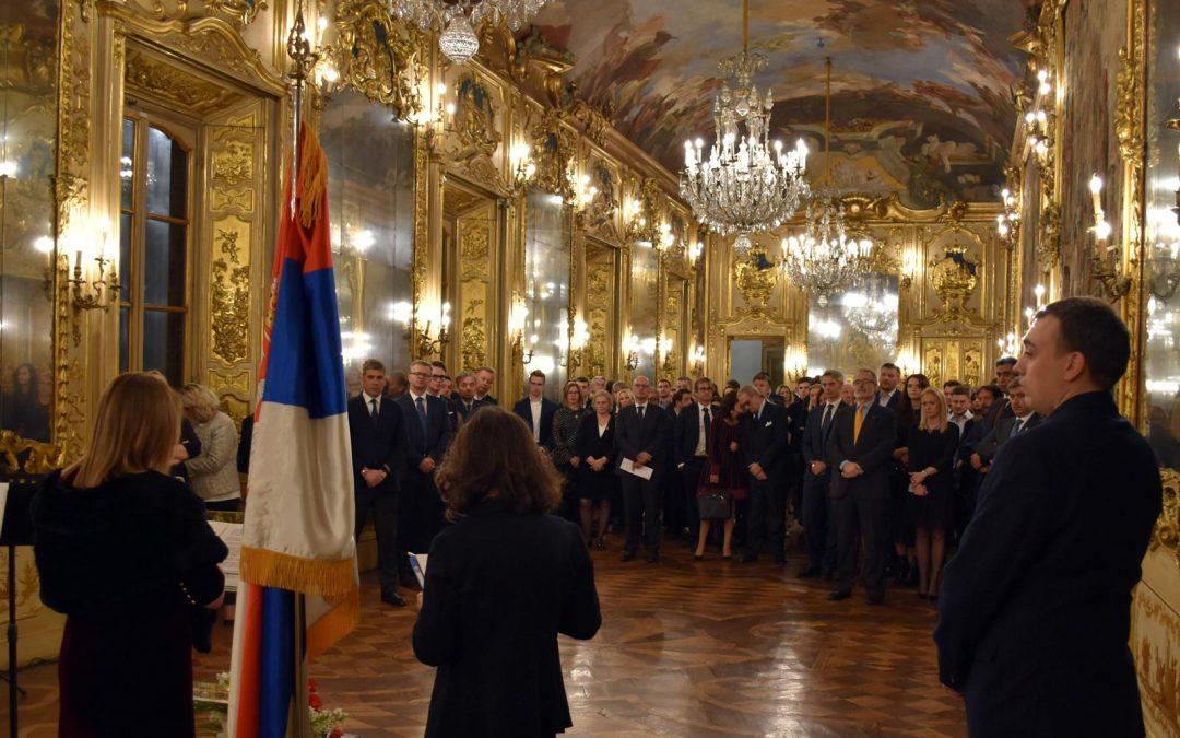 Transfera Teilnehmer an der Feier zum Nationalfeiertag der Republik Serbien in Mailand (Italien).